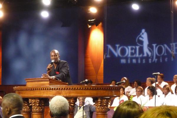 Bishop Noel Jones Wife